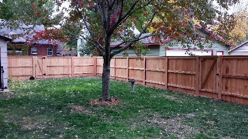 6 foot privacy wood fence with cap