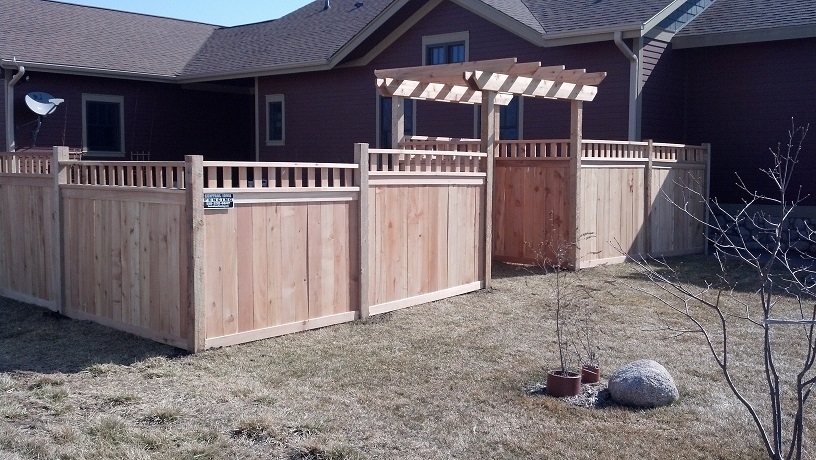 iowa wood privacy fence with trellace