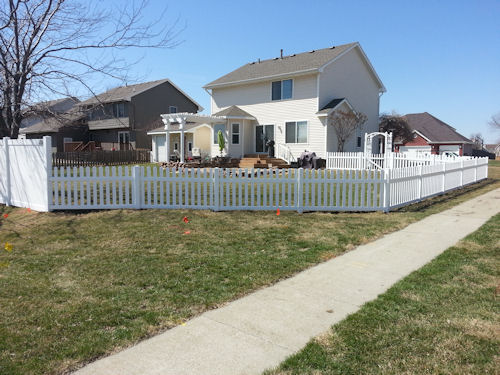 white vinyl residential fence